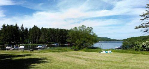 Inn at Deep Creek lawn to lake