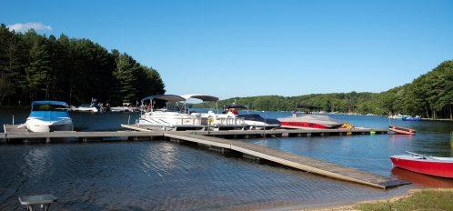 Inn at Deep Creek Lake day use docks and boats